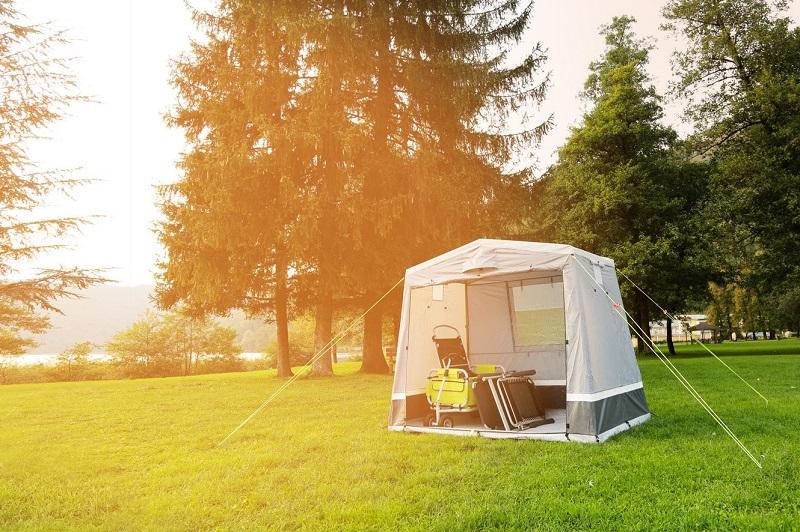 Kamp kuhinja za tople obroke na kampiranju